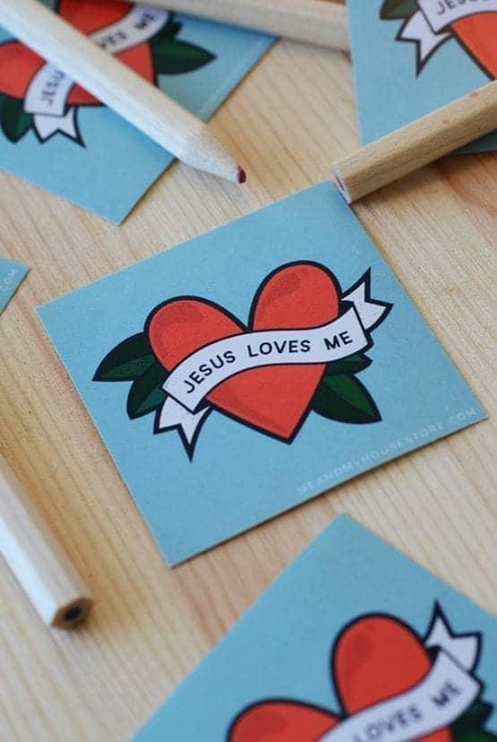 Klistermärke Jesus loves me