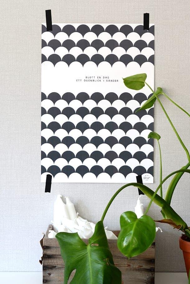Poster med mörkgrått mönster: Blott en dag