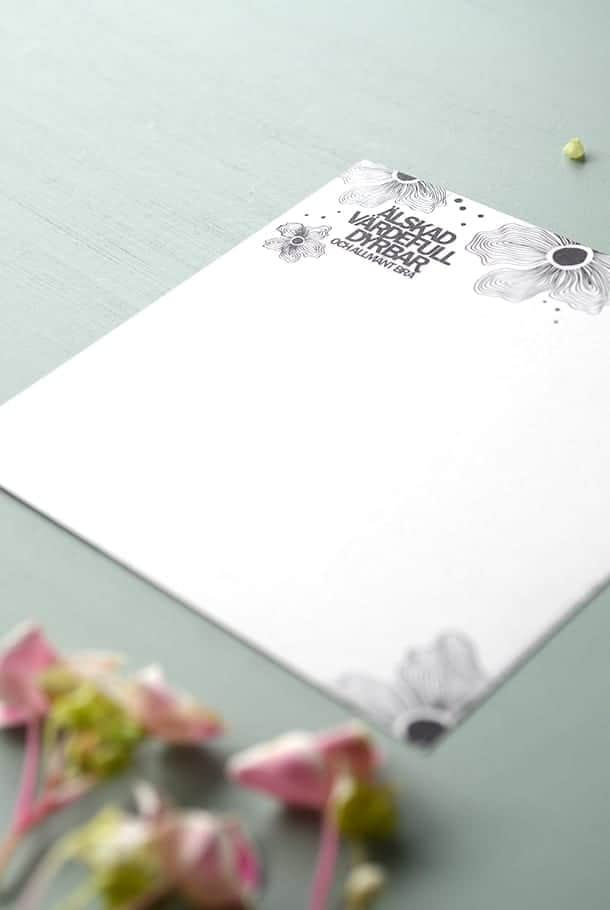 Stort kvadratiskt kort: Älskad, värdefull, dyrbar. Och allmänt bra!