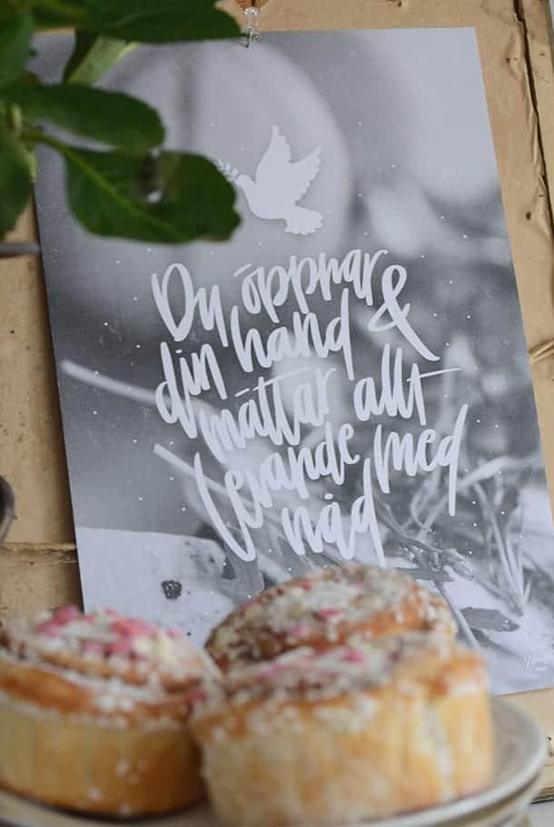 Poster: Du öppnar Din hand och mättar allt levande med nåd