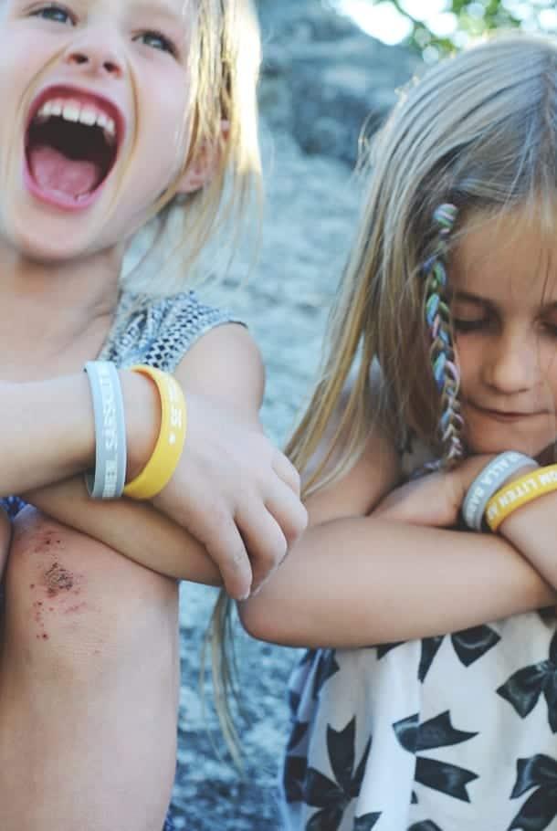 Silikonarmband: Jesus älskar alla barnen. Särskilt mig!