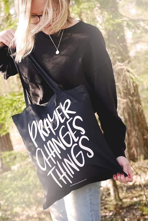 Tygkasse i svart: Prayer changes things