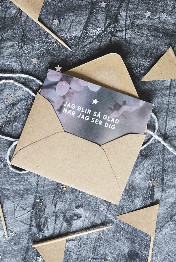 Litet dubbelt kort med kuvert av returpapper: Jag blir så glad när jag ser dig