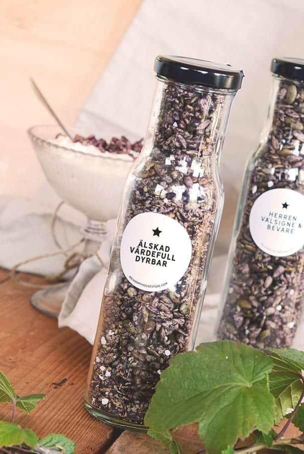 Bär- och fröströssel med hallon, blåbär, lakrits: Älskad, värdefull, dyrbar