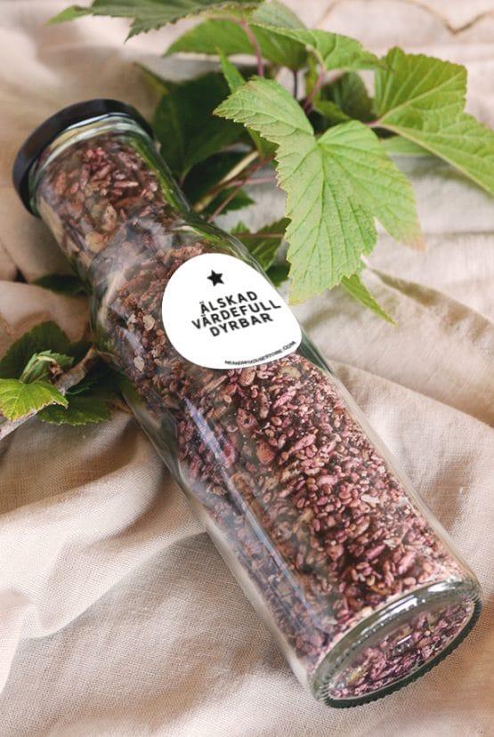 Bär- och fröströssel med hallon, blåbär, chili: Älskad, värdefull, dyrbar