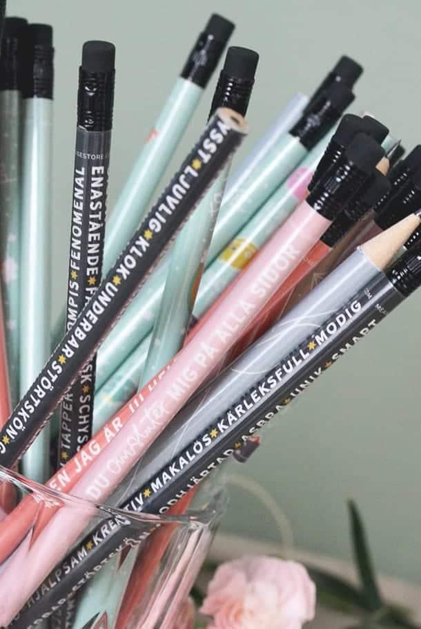 Rosa blyertspenna: Du om sluter mig på alla sidor