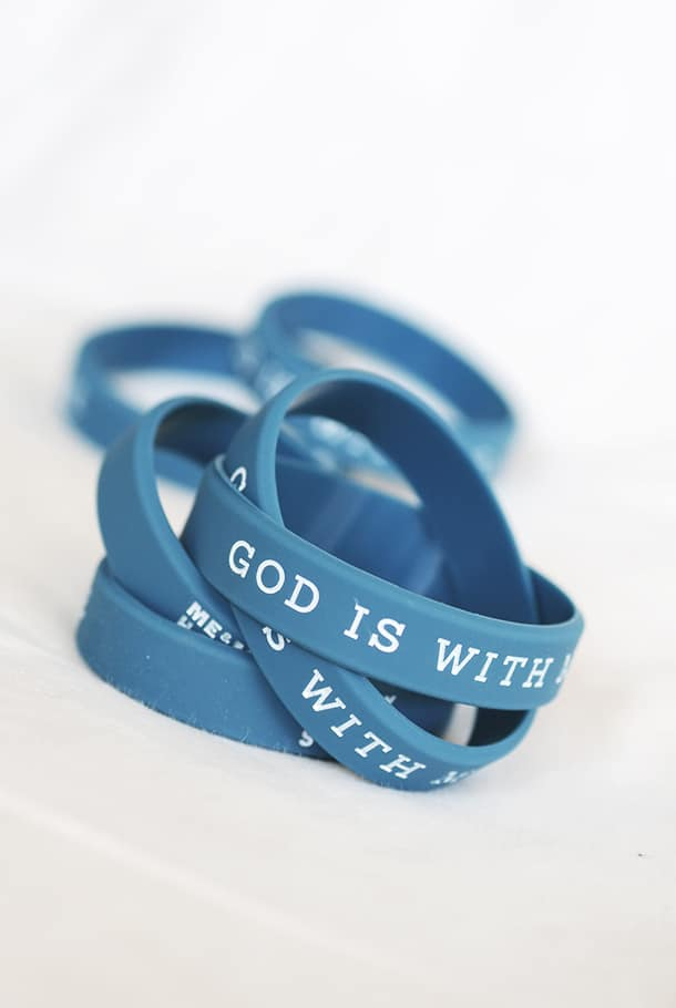 Silikonarmband i barnstorlek: God is with me