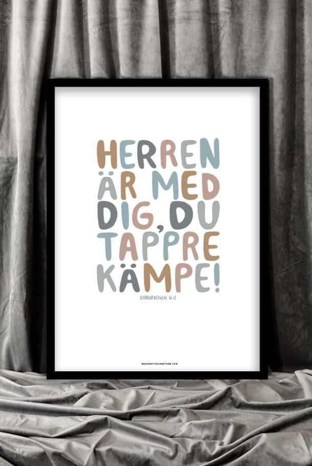 50x70-poster med tryck i färg: Herren är med dig, du tappre kämpe!
