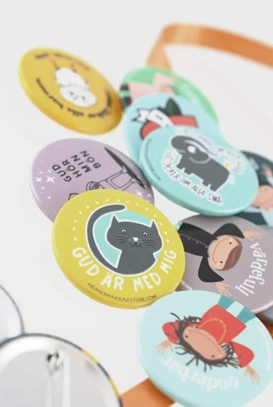 Presentset: 10 blandade knappar med barnmotiv