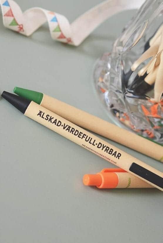 Svart eko-penna: Älskad, värdefull, dyrbar