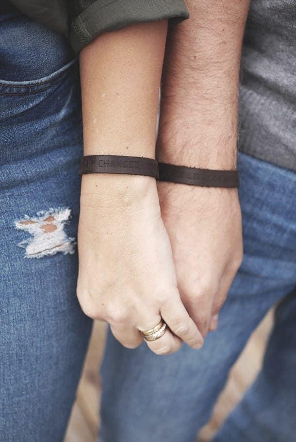 Läderarmband: Prayer changes things
