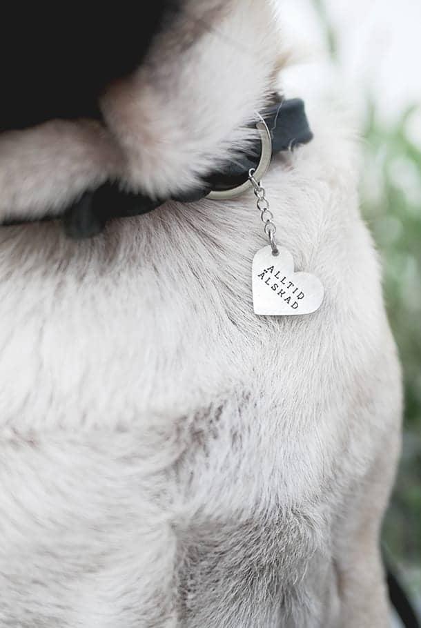 Nyckelring med hjärtformat hänge: Alltid älskad