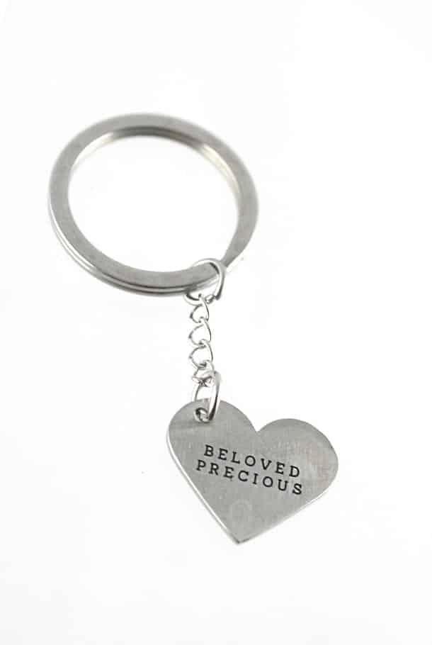 Nyckelring med hjärtformat hänge: Beloved, precious