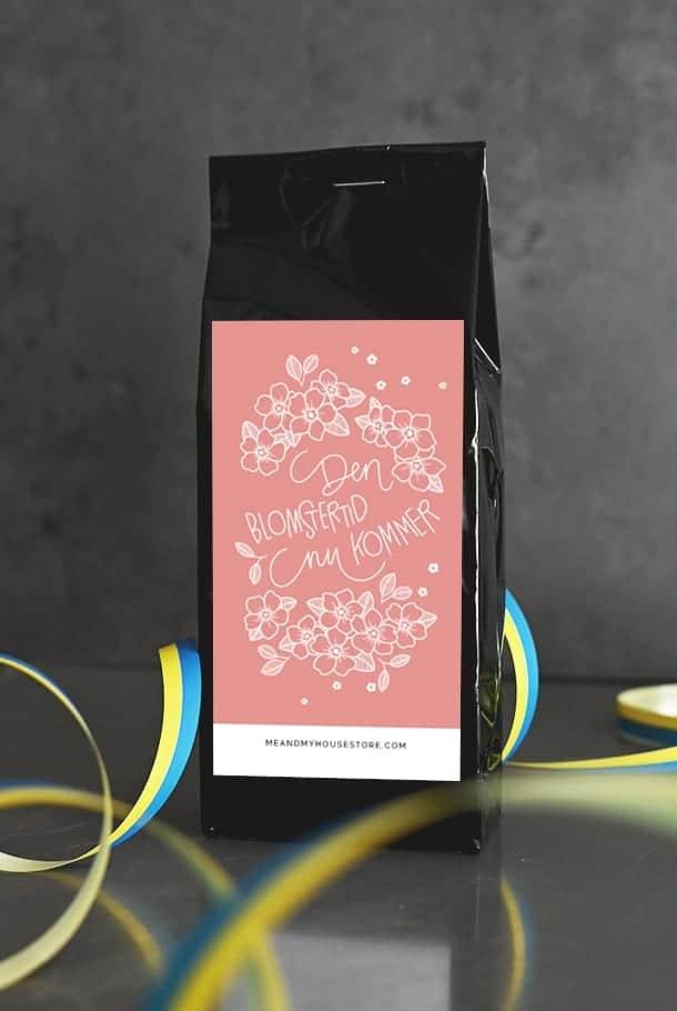 Svart te med hallon: Den blomstertid nu kommer