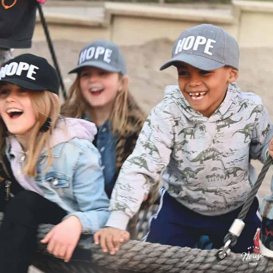 HOPE-keps som ger hopp