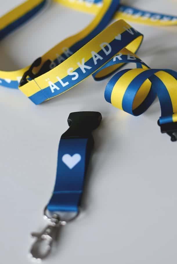 Långt nyckelband i Sverigefärger: Älskad, värdefull, dyrbar