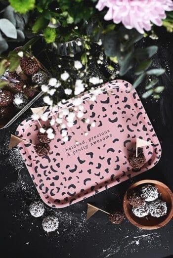 Liten bricka med leopardmönster: Beloved, precious & pretty awesome