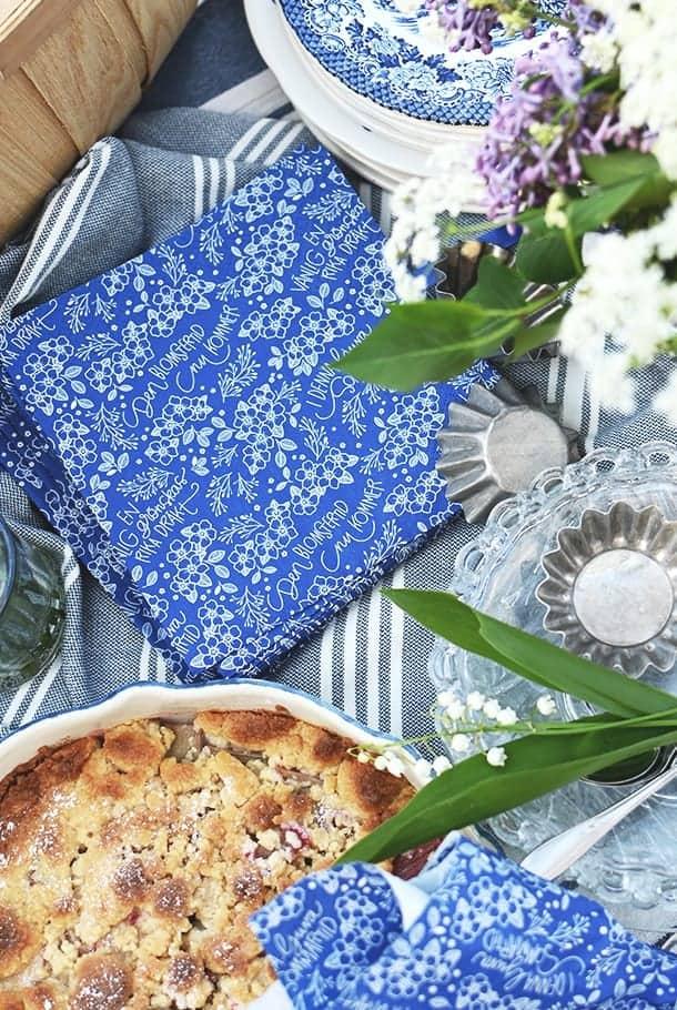 Blå servett: Den blomstertid nu kommer